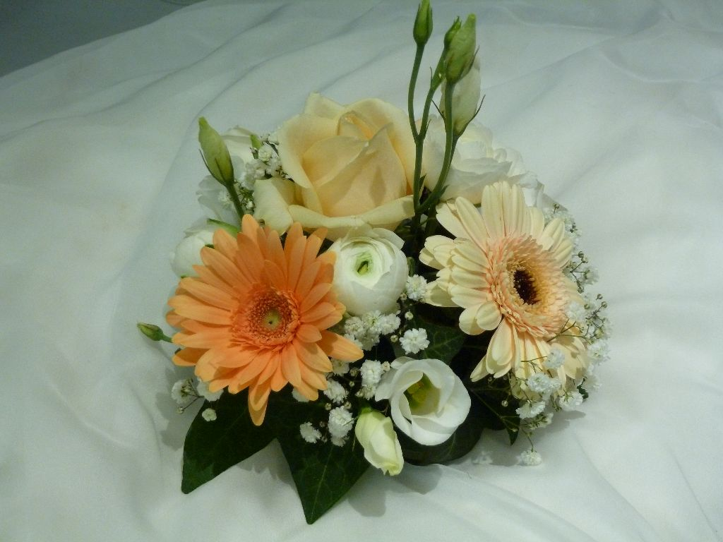 Compositions florales cr afleurs - Art floral moderne centre de table ...